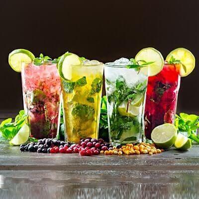 Leckere Cocktails wie z.B. Caipirinha